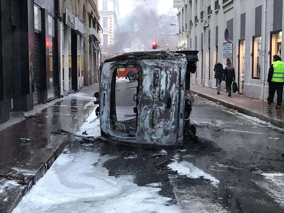 Violences à Saint-Etienne : pourquoi deux poids, deux mesures dans le maintien de l'ordre ?