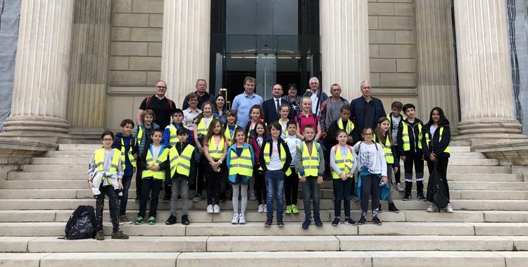 Le Conseil Municipal des Jeunes et les élus municipaux de Saint-Jean-Bonnefonds en visite à l'Assemblée nationale