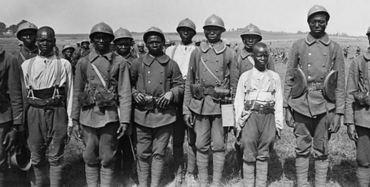 Cent soixante personnalités signent une lettre ouverte pour la mémoire des tirailleurs africains et des Outre-mer